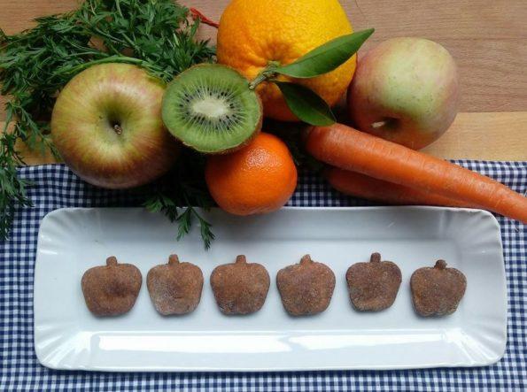 biscotti alla frutta con avanzi dell'estrattore di succo