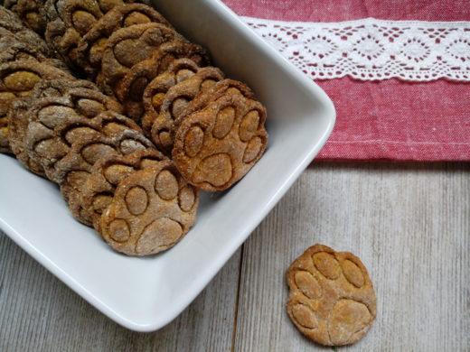biscotti per cani con mela e carota