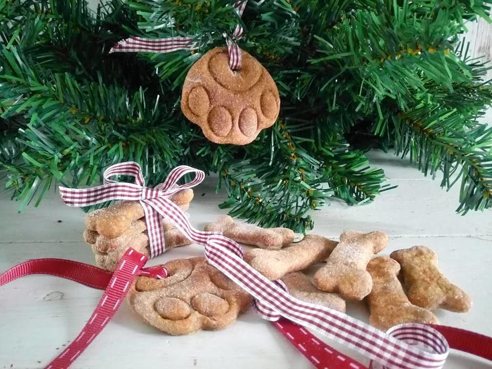 decora l'albero con i biscotti