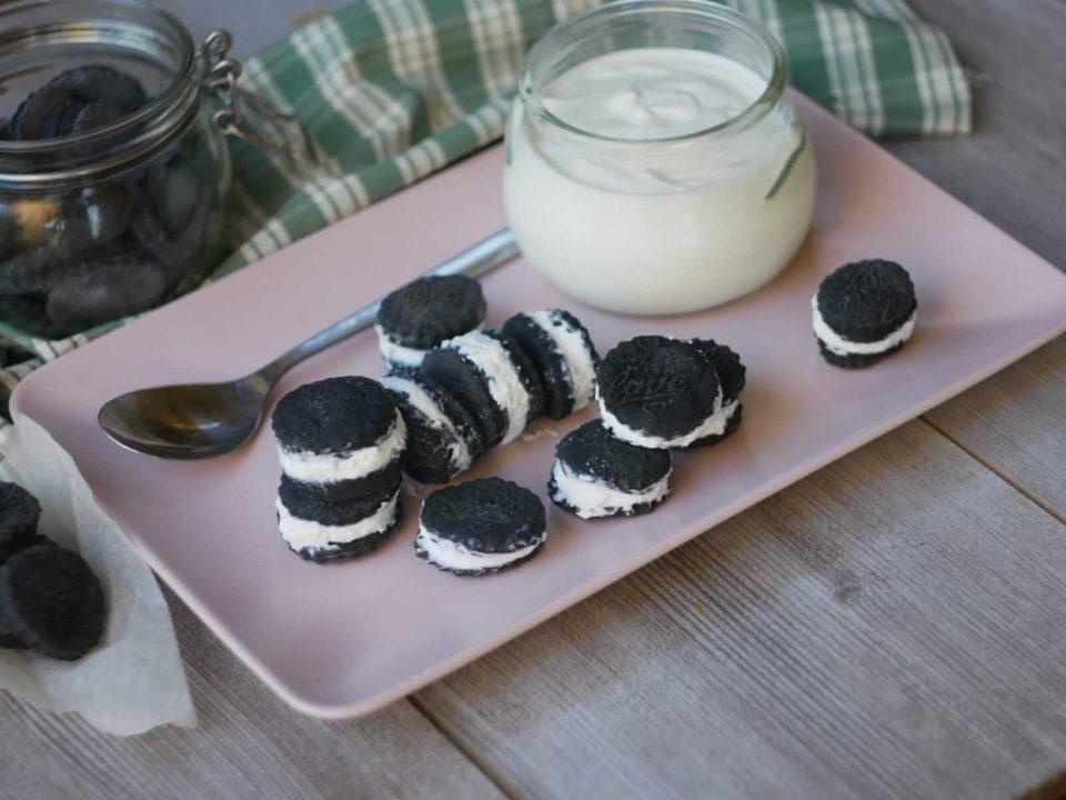 biscotti accoppiati neri ripieni