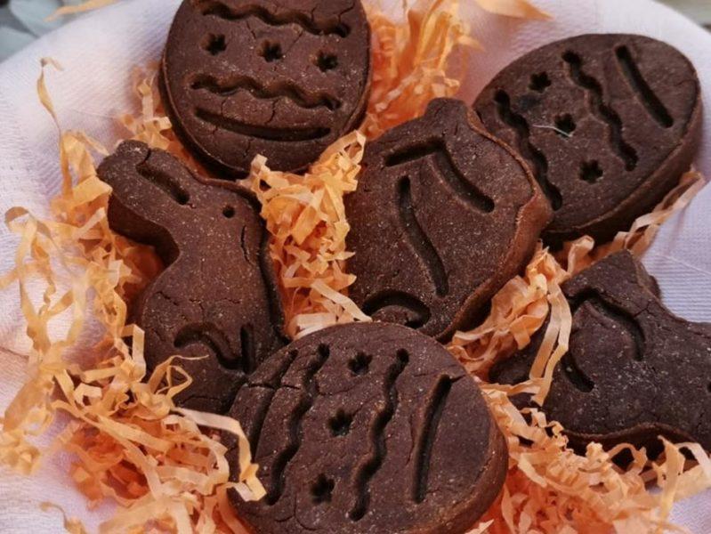 biscotti per cani con farina di carrube