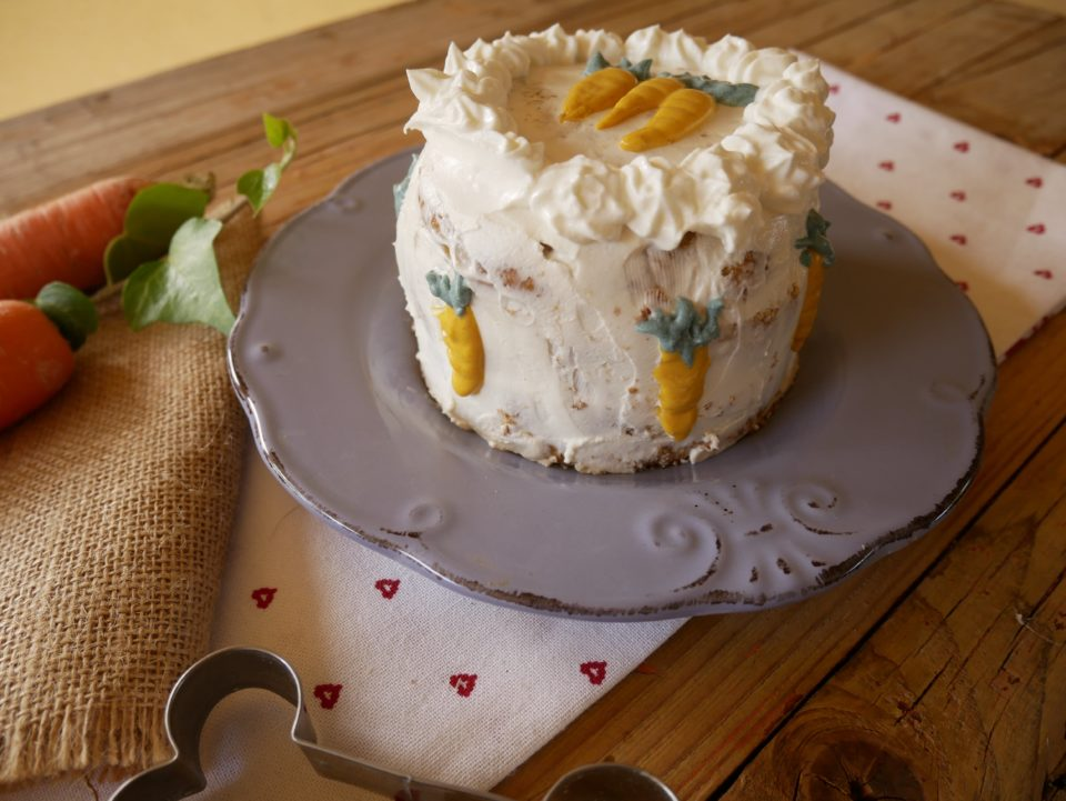 carrot cake o torta di carote per cani - decorazione laterale